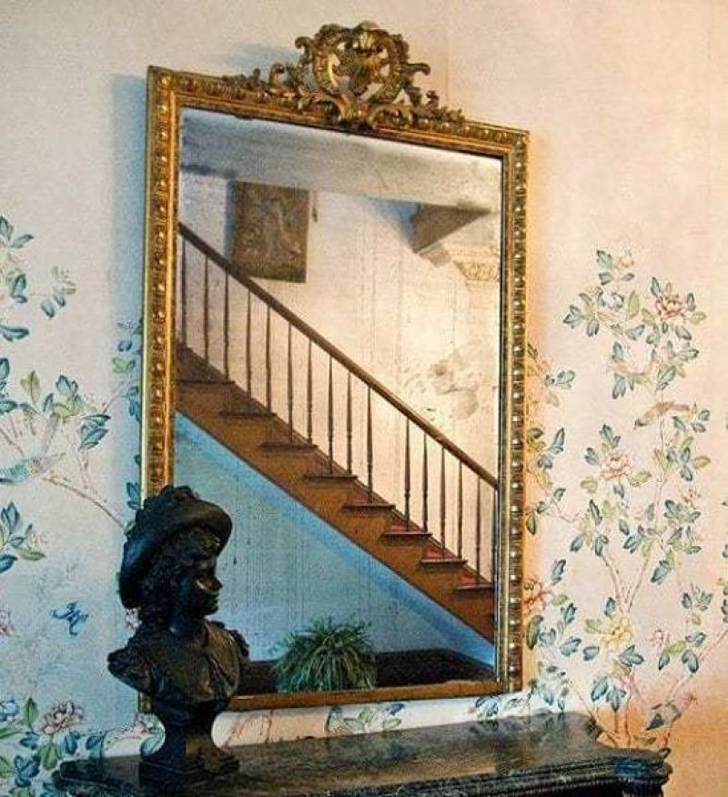 Myrtles Plantation's cursed mirror