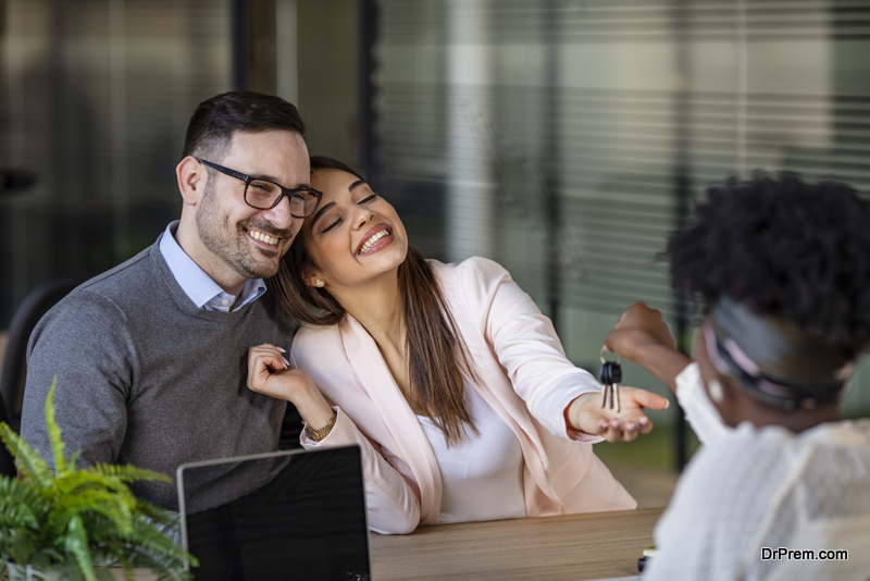 couple-home-buying