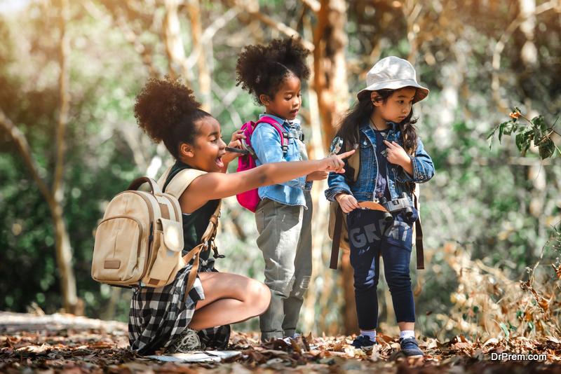 kids-on-hiking-trip
