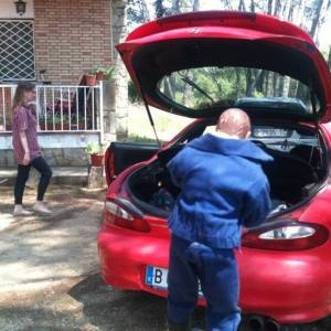 El Hombre Normal va a la urbanización a pasar el domingo con la familia.