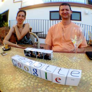 Juan Carlos inventor del remotte y su mujer Diana el pasado verano.