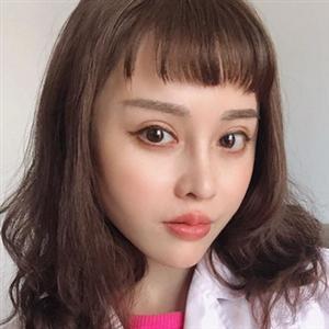 Юань Херонг в Инстаграм • @yuanherong1229 • Фото и видео