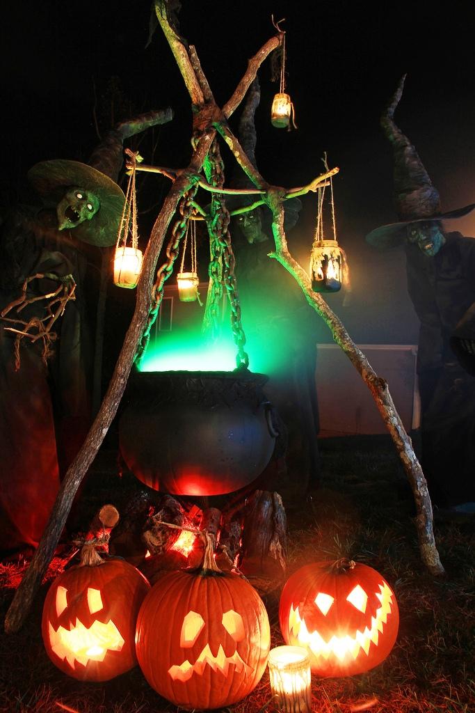 Best smart home halloween decorations imo. 65 Best Halloween Outdoor Decoration Ideas For You - Instaloverz