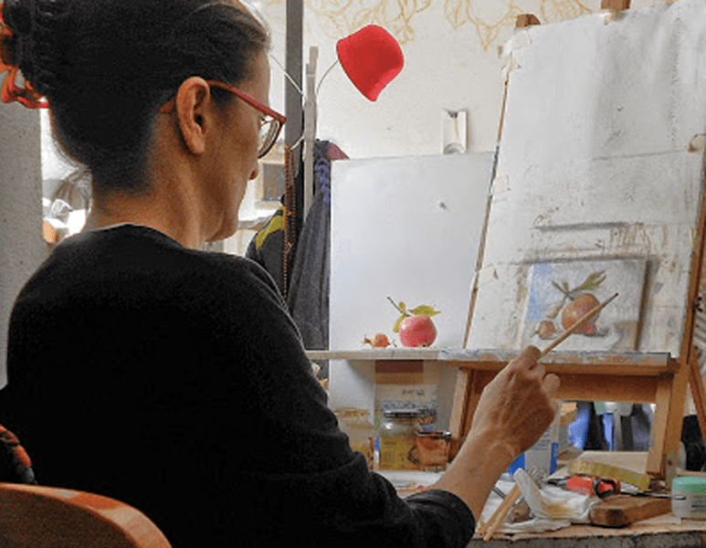 Expats in Italy: a studio picture of Caridad Isabel Barragan