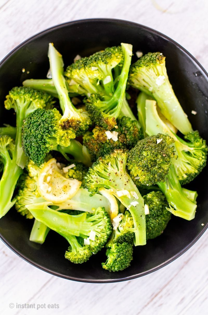 Instant Pot Steamed Broccoli With Lemon & Garlic