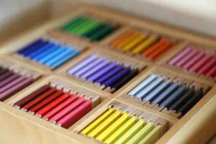 enfant pédagogie montessori couleur