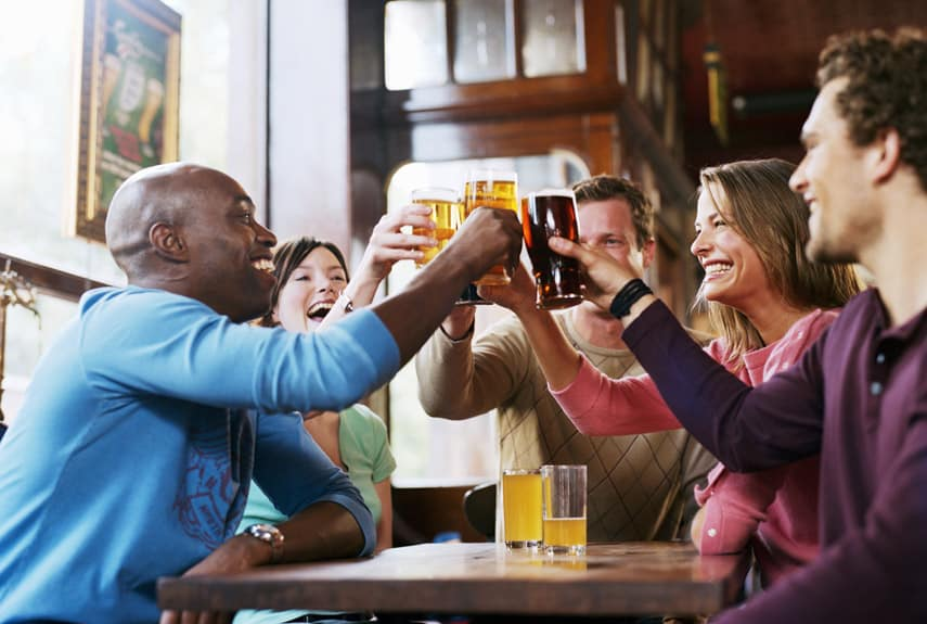 54eb9ec9e294c_-_group-men-women-drinking-beer-bar-xl