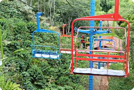 Telesillas coloridas en el Parque del Café