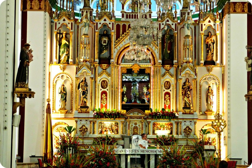 Détail sur Jésus à l'intérieur de la Basilique Menor del Señor de los Milagros de Buga