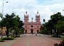 La plaza principal con la Basilica Menor del Señor de los Milagros en Buga