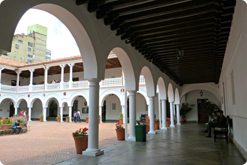 Corredor de la universidad del Rosario de Bogotá
