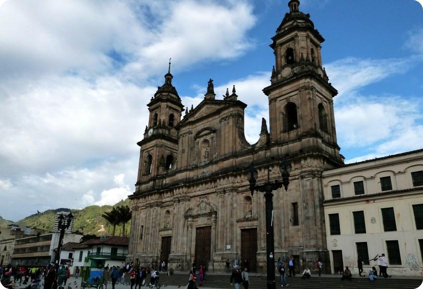 Catedral en la plaza Bolívar de Bogotá