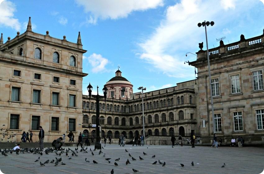 Colegio Mayor de San Bartolomé sur la place Bolívar de Bogotá