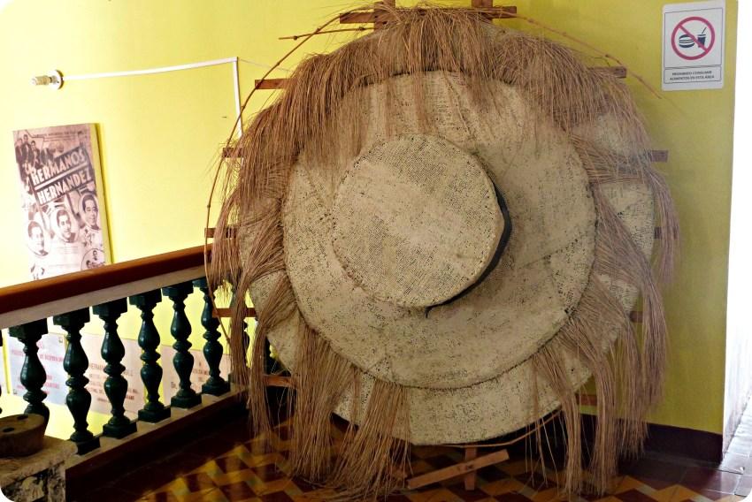 Sombrero gigante en el museo nacional del sombrero en la casa de la cultura en Aguadas