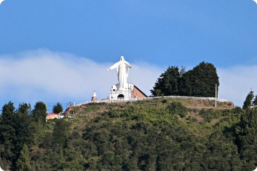 Vue de la vierge depuis le centre de Bogotá