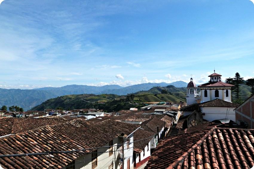 Vista sobre la ciudad de Aguadas desde la exposición Tempo