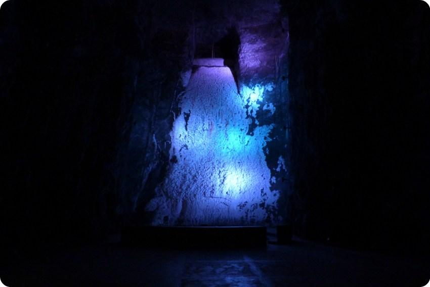 Cascada de sal cristalizada en la catedral de sal de Zipaquira