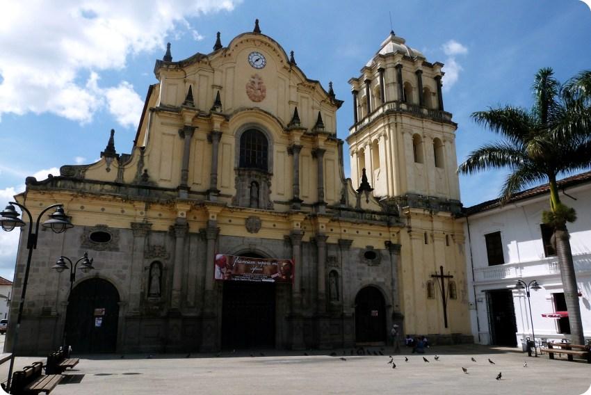 Façade de l'église san francisco du centre de Popayán