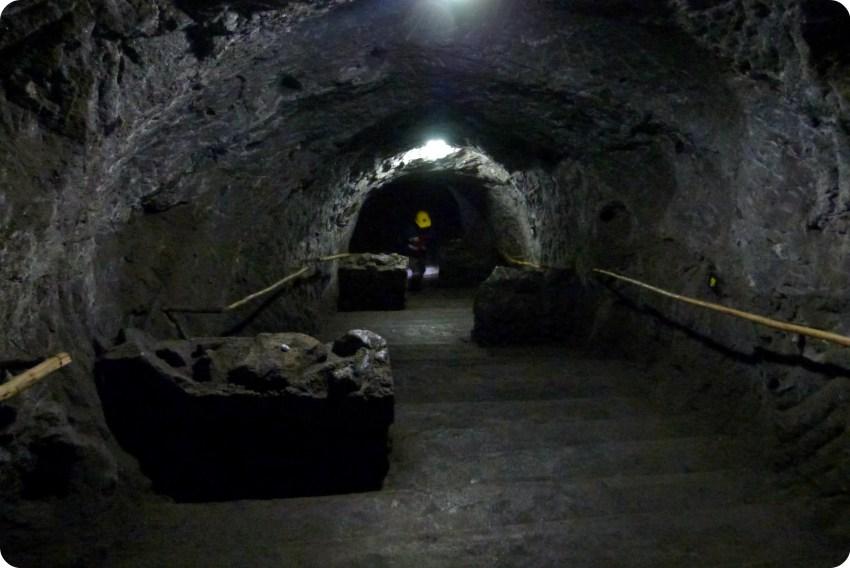 Escaleras al interior de la catedral de sal de Zipaquira