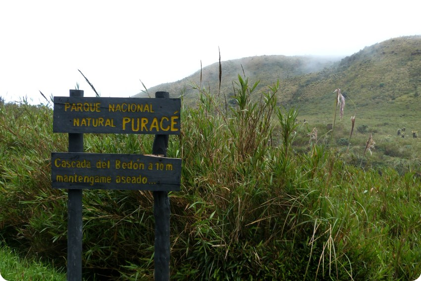 Panneau à l'entrée du parc naturel Puracé