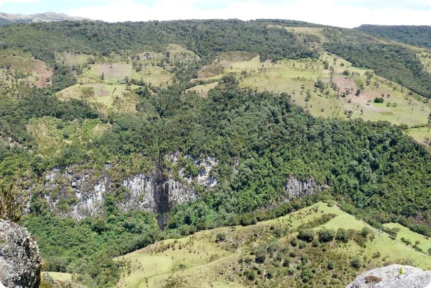paisaje en la piedra del condor en el parque natural Puracé