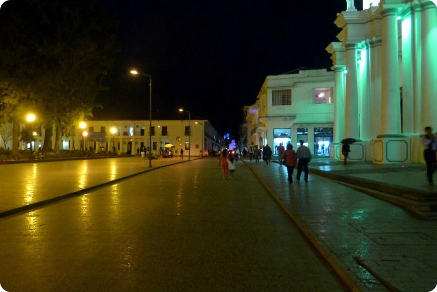 Parque Caldas en Popayán de noche