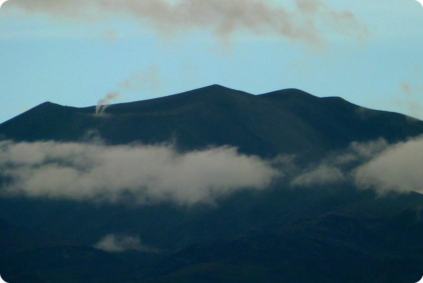 Zoom sur les fumerolles du Volcan Puracé de Popayán vu depuis le jardin de Pablo