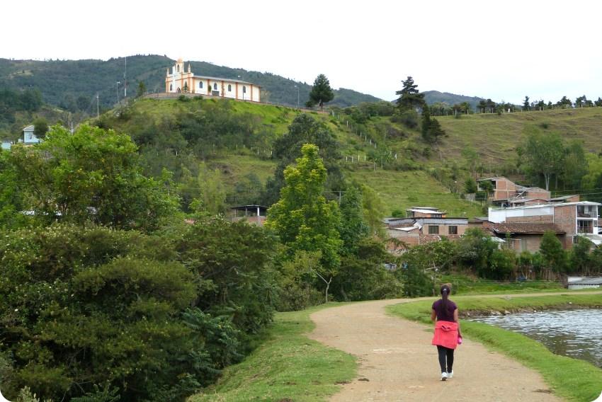 église de belén vue depuis le lac chiman de silvia