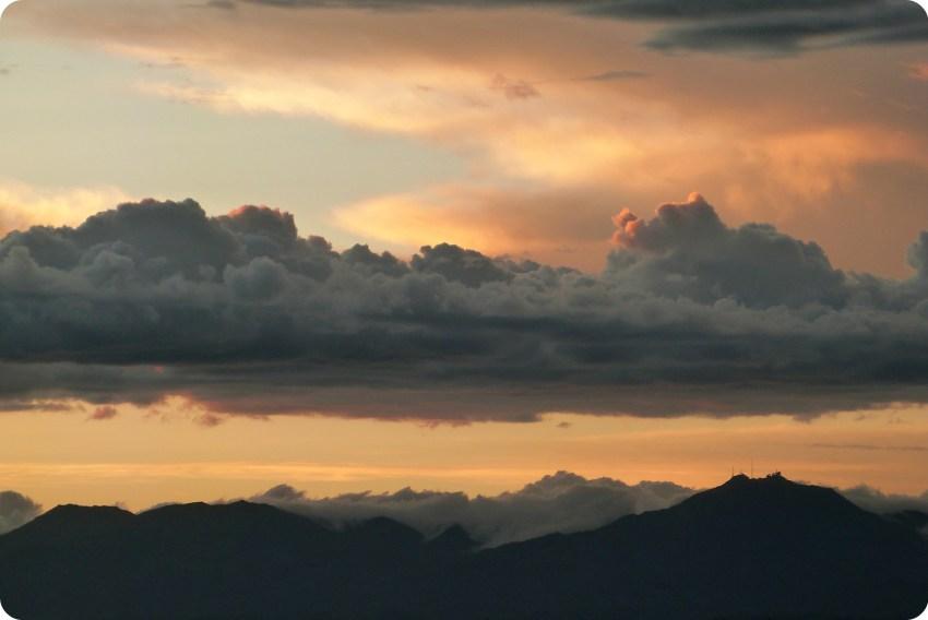 Atardecer sobre el cerro Munchique desde el Morro del Tulcán de Popayán