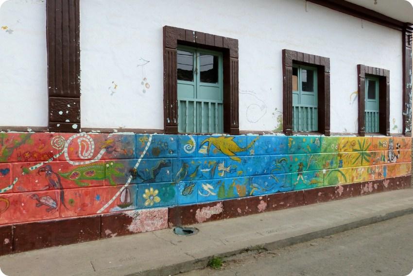 peintures sur des murs de la ville de Silvia