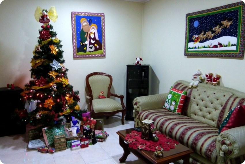 árbol de navidad en la sala