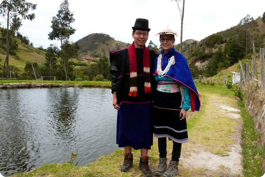 Charlène y Charles vestidos como los guambianos en silvia