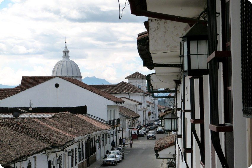 vista de la catedral de Popayán desde la subida de la iglesia la Ermita