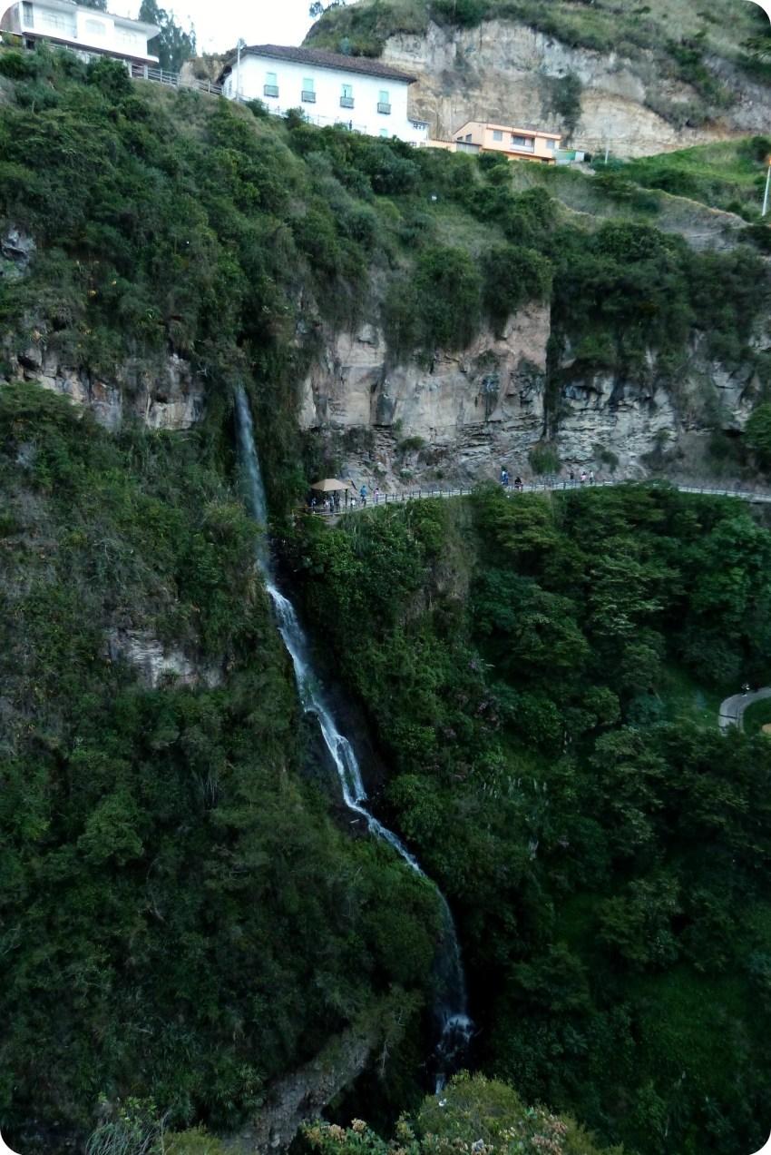 cascada en el Santuario de las Lajas de Ipiales
