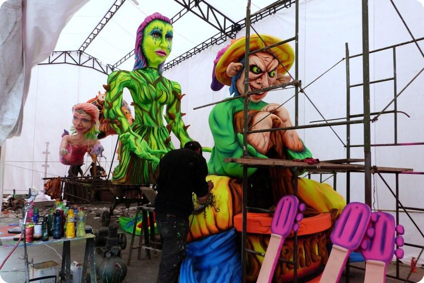carro en su taller de fabrica en el carnaval de Pasto