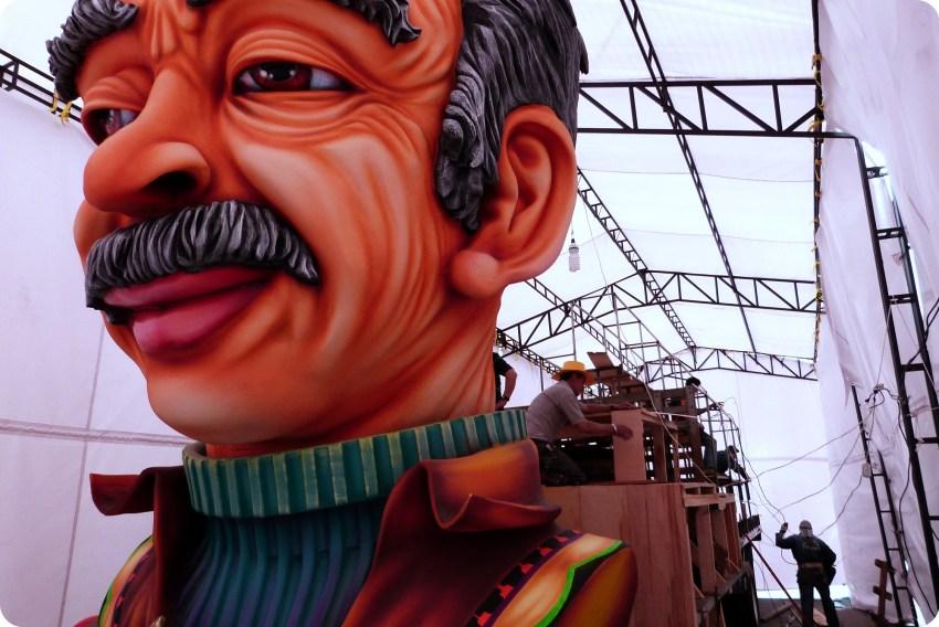 carro en su taller del carnaval de Pasto