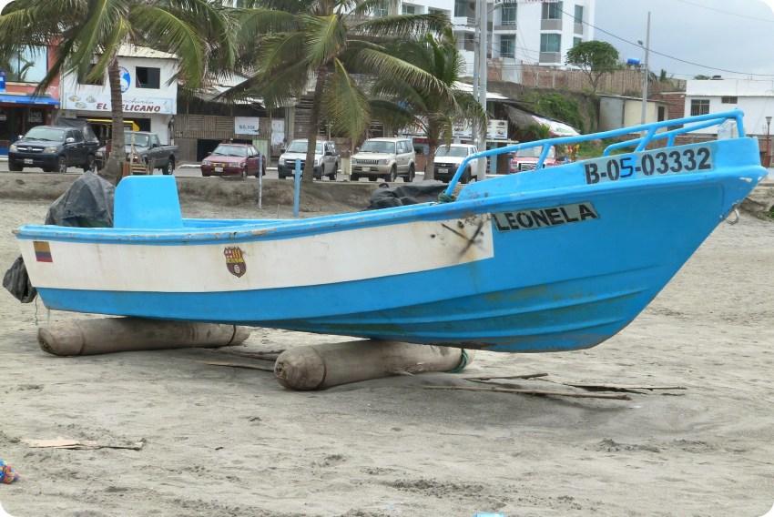 """petit bateau de pêche """"Leonela"""" sur la plage de Pedernales"""