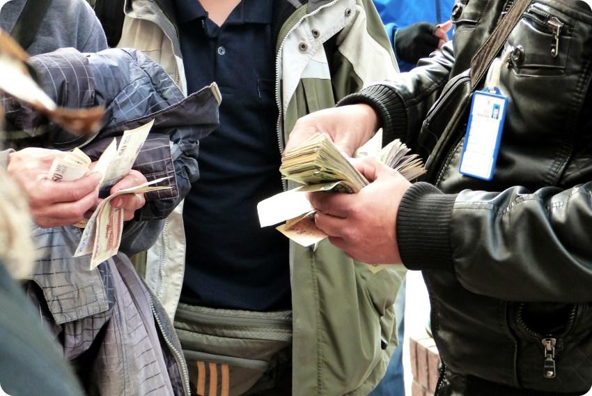 changement d'argent à la frontière Colombie - Equateur