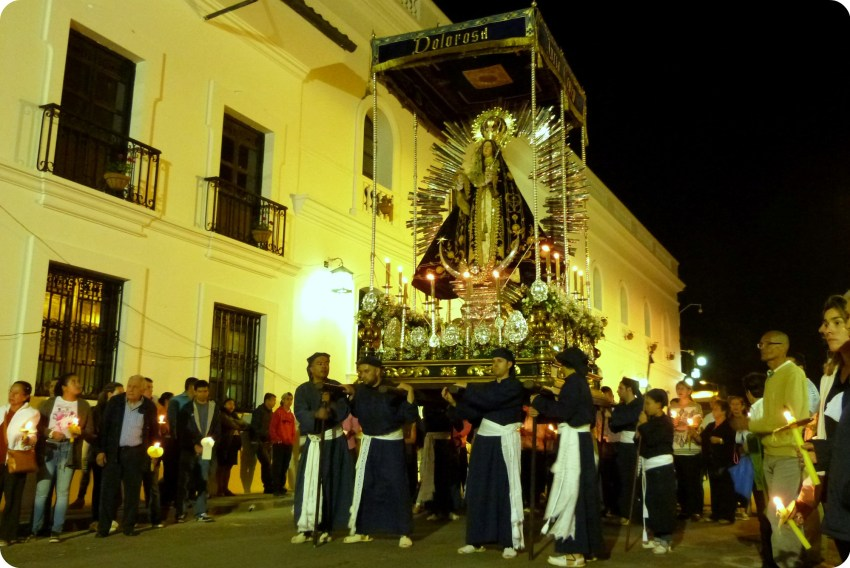 paso de la dolorasa durante el desfile del martes santo durante la Semana Santa de Popayán