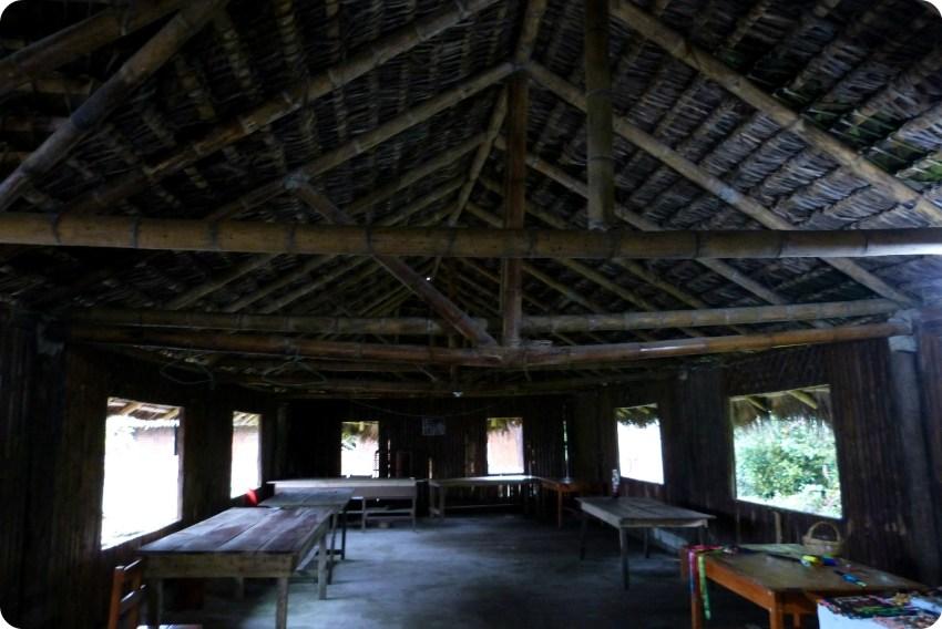 interior de una casa de los Tsachila en Santo Domingo de los Colorados