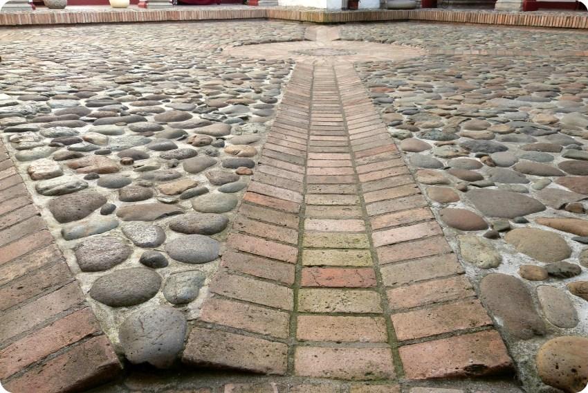 sol del patio del museo arquidiocesano de Popayán