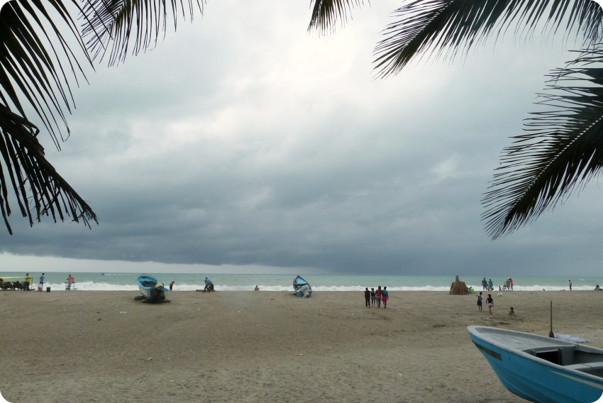 paysage de plage et océan Pacifique à Pedernales