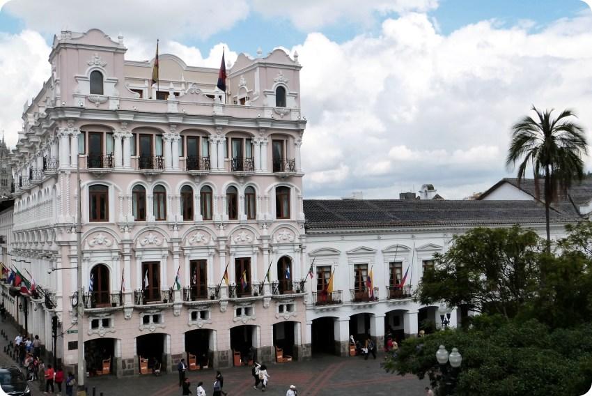 Hotel en la Plaza Grande de Quito cerca del Palacio Presidencial y de la Alcadía