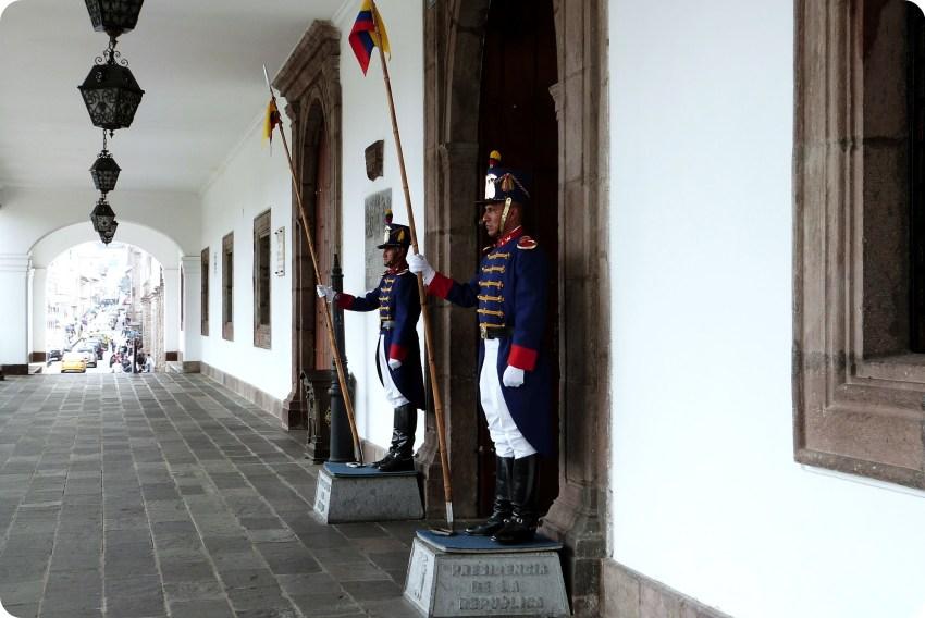 gardas del Palacio Presidencial de Quito
