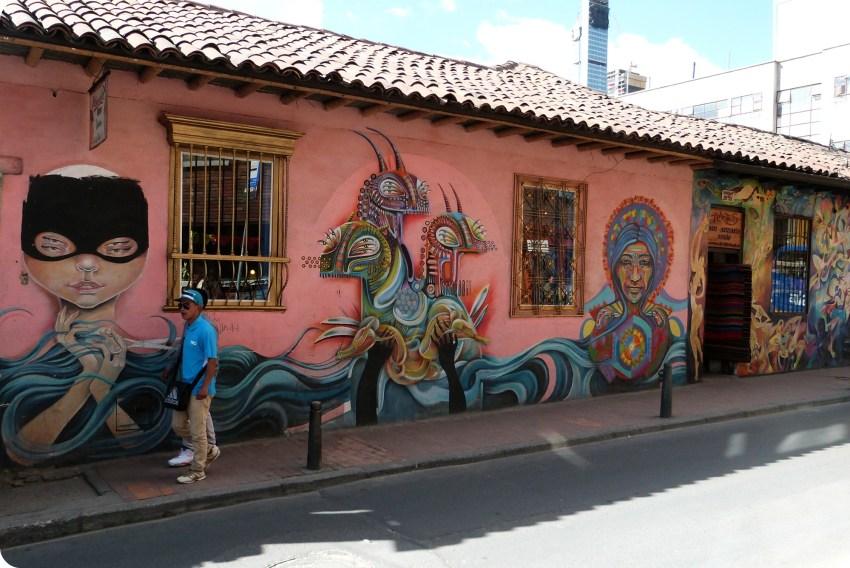 street art en una calle de la Candelaría en el centro histórico de Bogotá