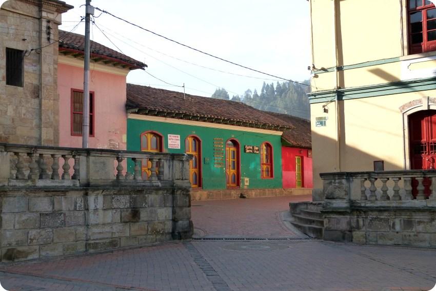 maisons sur la place centrale Nemocón