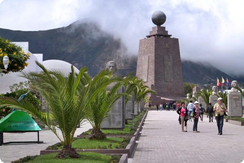 chemin à la Mitad del Mundo de Quito