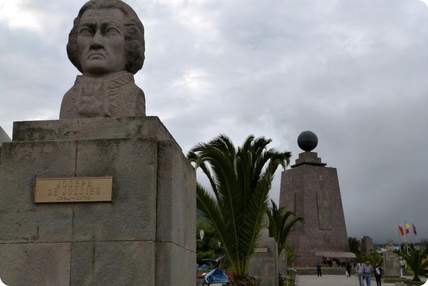 Estatua de Joseph de Jussieu en la Mitad del Mundo de Quito
