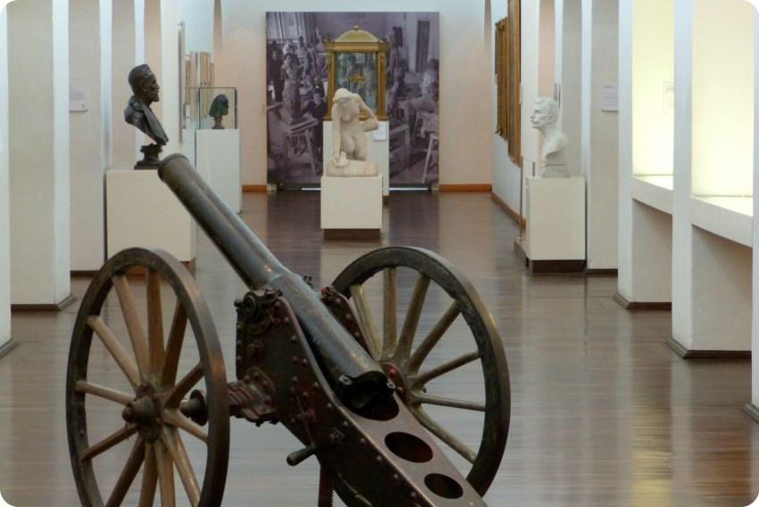 cañón expuesto en una sala del Museo nacional de Colombia de Bogotá