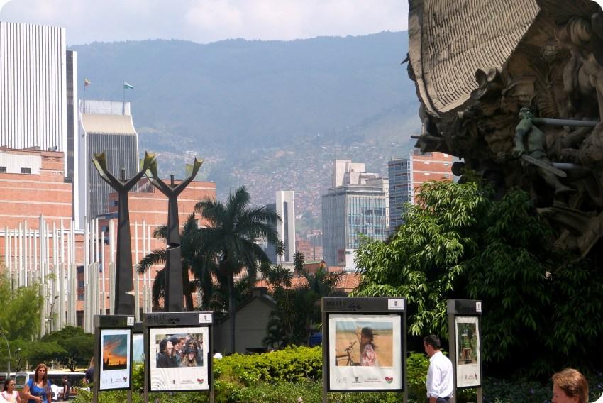 vista de Medellín desde el monumento a la raza